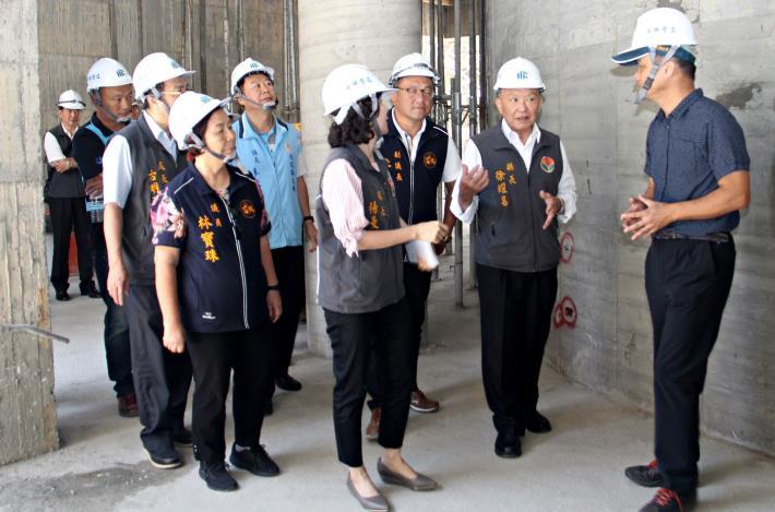縣長為海寶國小校舍重建品質把關.JPG