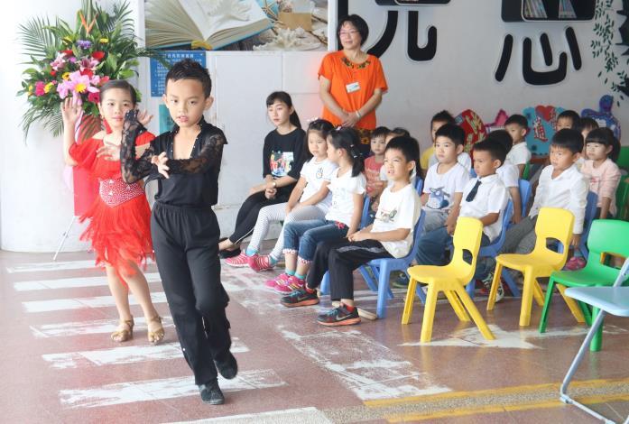 學童演出國標舞歡慶幼兒園揭牌1IMG_6410.JPG