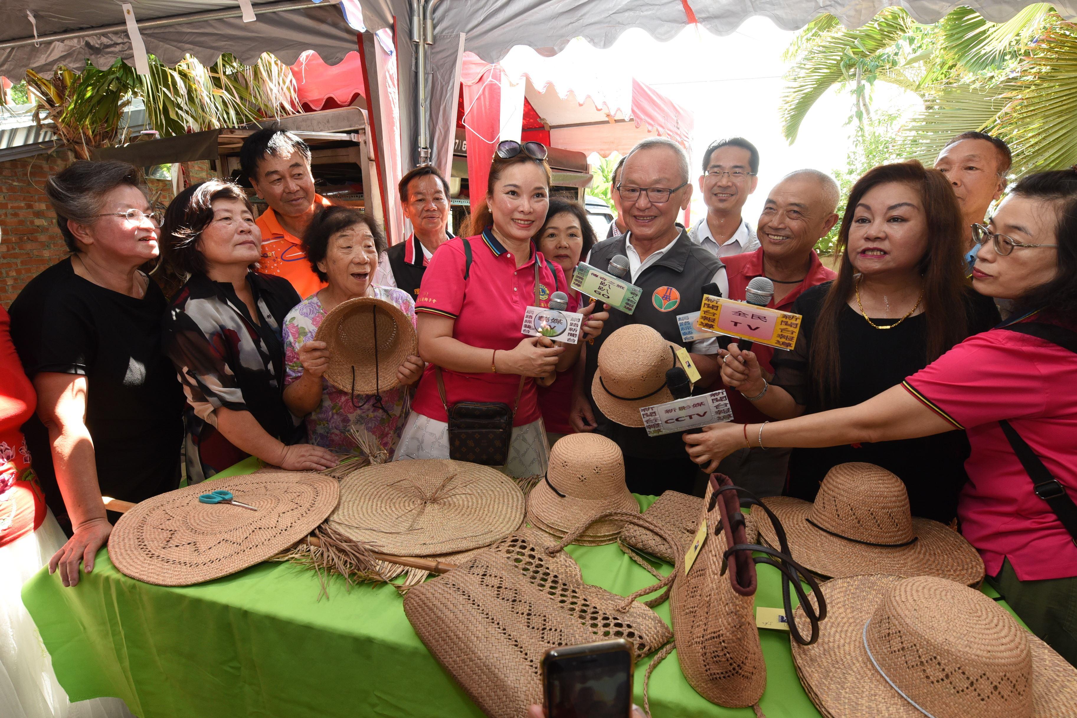百年古厝散發藺草和稻米香 各界來賓聯袂行銷穀倉苑裡