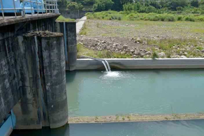 縣府2-抽水至攔河堰上方.JPG