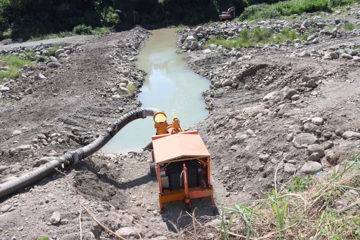 3縣府-縣府在田美攔河堰下游設置大型抽水機抽取水源IMG_9781.JPG
