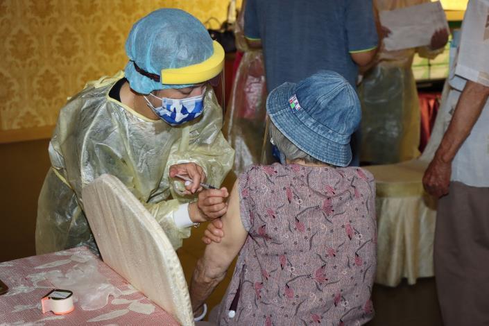 8衛生局規劃長者依照戶政系統造冊施打疫苗IMG_0836.JPG