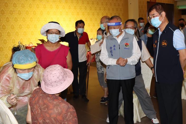 5縣長視察長輩疫苗接種情況IMG_0736