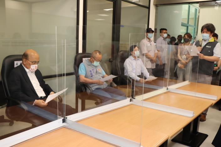 2縣府-前進指所指揮官王必勝說明電子廠群聚感染事件的處理情形IMG_0132.JPG