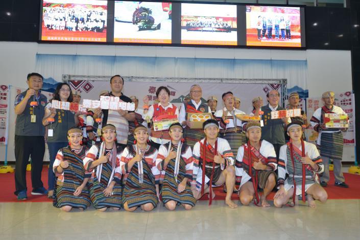 28A縣長帶領來賓行銷泰雅文化祭儀及雪霸甜柿.JPG