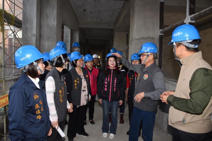 縣長視察竹南國中重建校舍 宣布續有8校3.3億重建或補強(共12張)