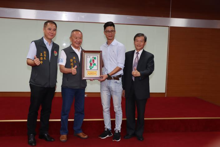 4縣府-表揚入圍最佳團體演出獎IMG_9408.JPG