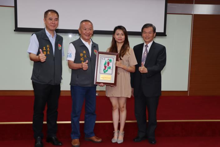 6縣府-表揚入圍最佳傳統表演藝術影音出版獎IMG_9398.JPG