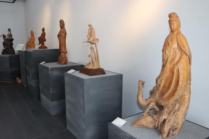 3縣府-展示的木雕觀音像IMG_0852.JPG
