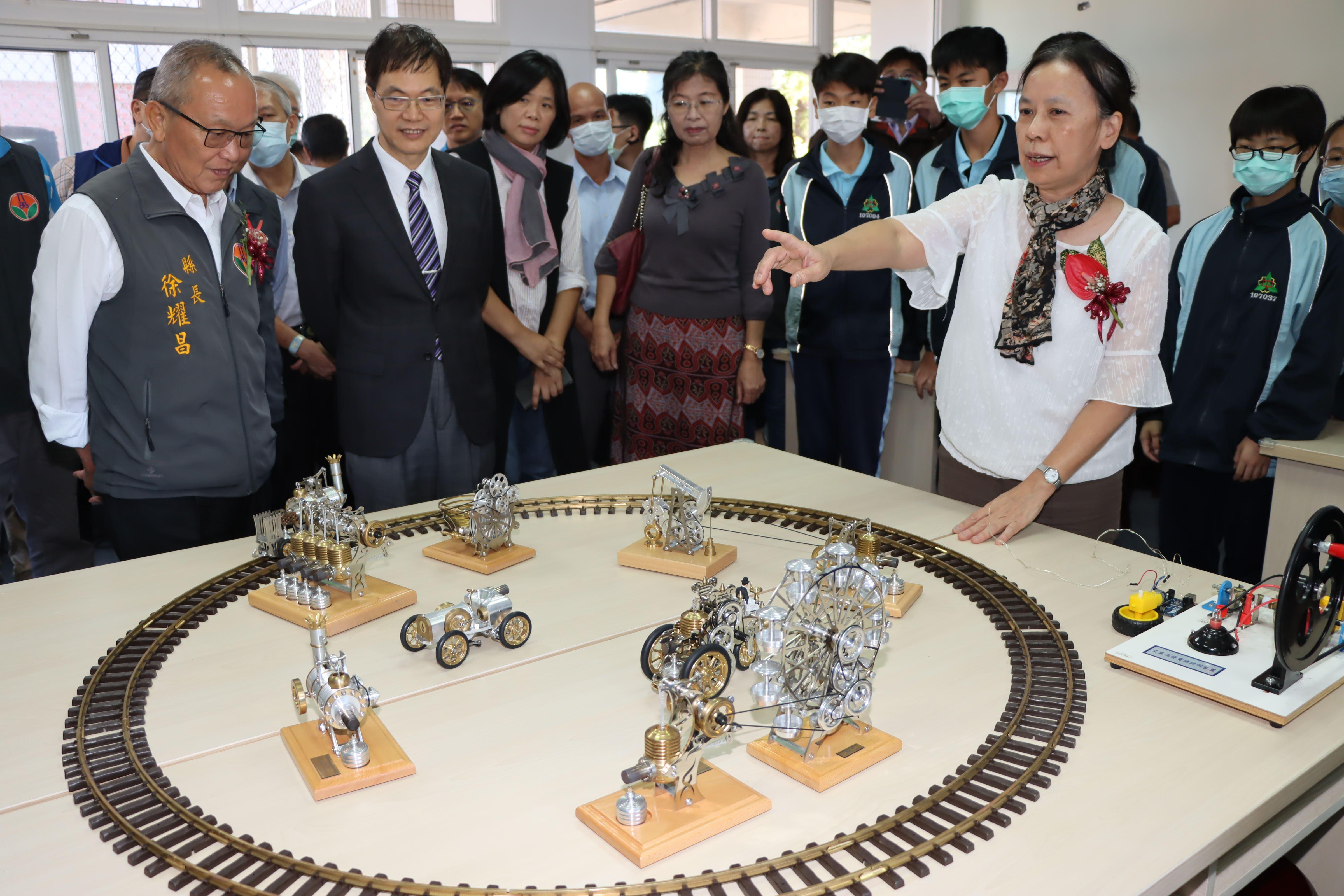 3縣府-清華大學教授戴明鳳講解蒸汽引擎原理IMG_1043.JPG