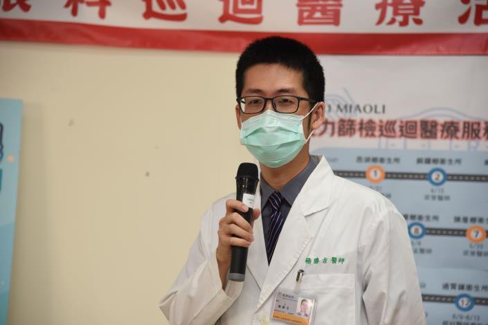 31F縣府-楊勝吉醫師在首場巡檢看診DSC_9990.JPG