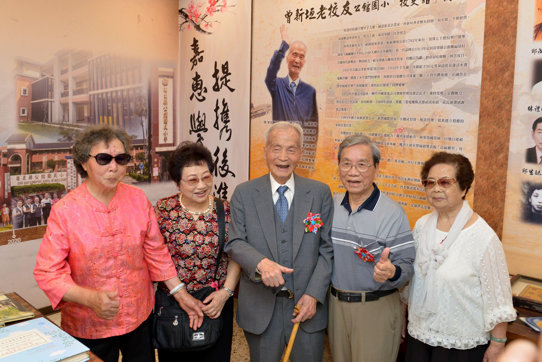 縣府10-98歲的校友曾新垣先生,捐贈新台幣300萬元協助母校新建校史館.JPG