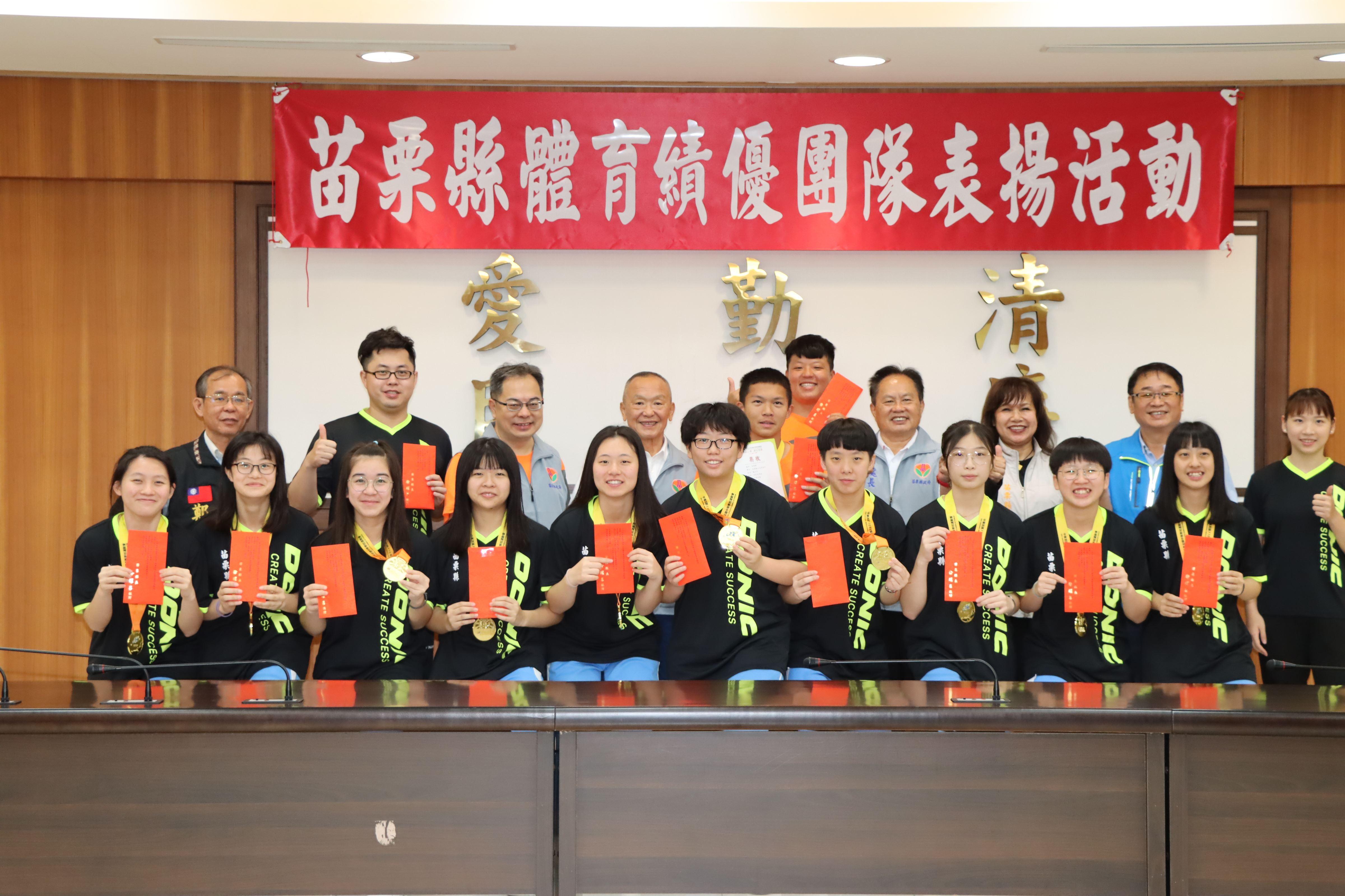 2縣府-大同高中高女組桌球團體賽奪金IMG_8962.JPG