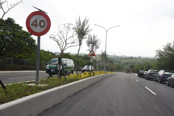 24J縣府-聯大路舖面與標誌陸續完工DSC_0064.JPG