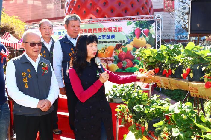 大湖地區農會發表新品種戀香草莓上市