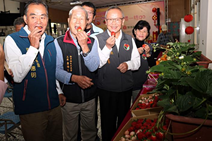 獅潭「橘莓戀」農特產品展售 縣長代言行銷