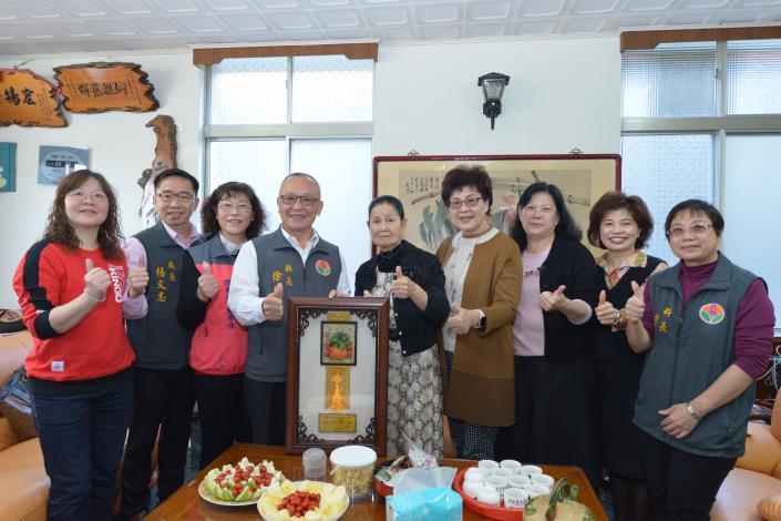 縣長徐耀昌表揚模範婆媳徐陳美珠與蔡杏蓉