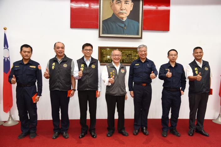 縣長徐耀昌頒發破案獎金表揚偵辦刑案績優單位