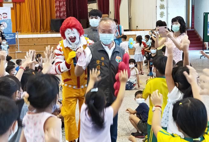 遠離腸病毒 縣長與學童唱跳宣導洗手5步驟