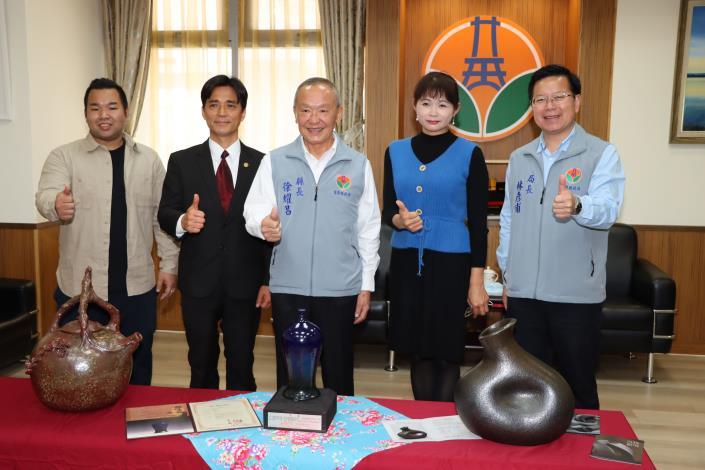 陶藝家賴羿廷、李仁燿、張維翰捐贈縣府陶藝作品