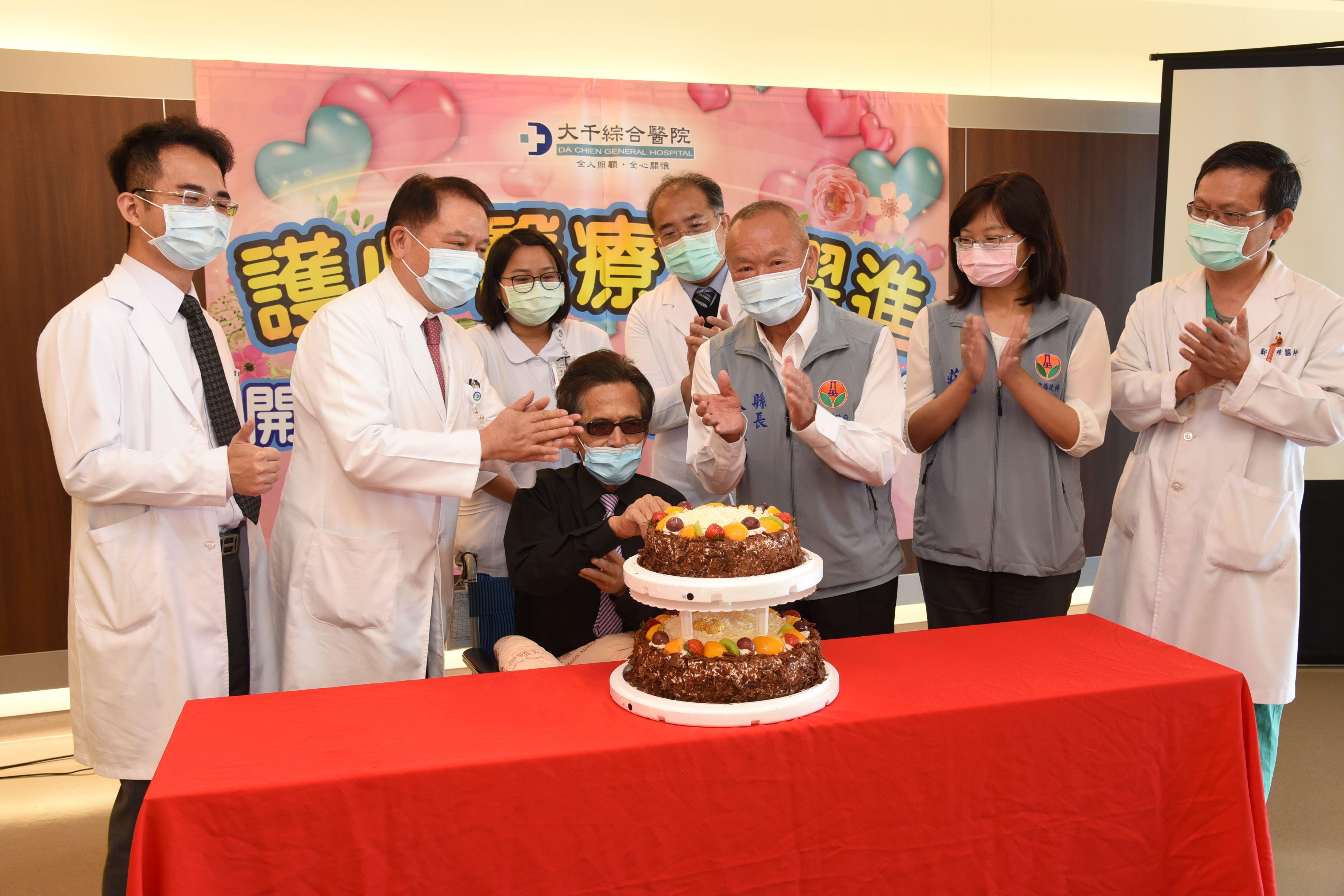 縣長與大千醫護祝賀開心手術患者重獲健康