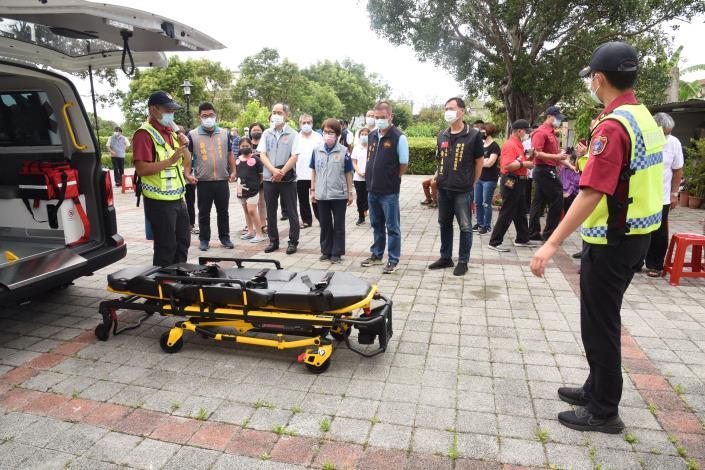 東華宮捐贈配合完善的救護車