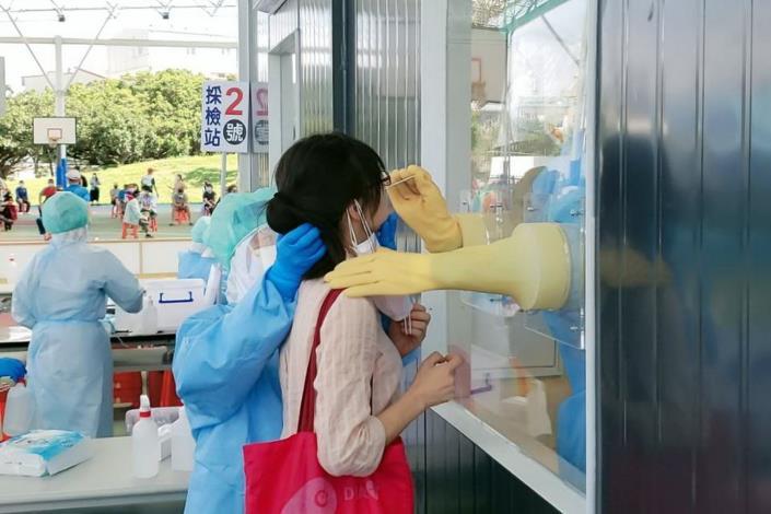 竹南運動公園啟動貨櫃型快篩站