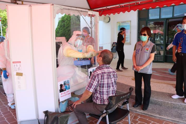 衛生局在造橋鄉綜合活動中心成立社區快篩站