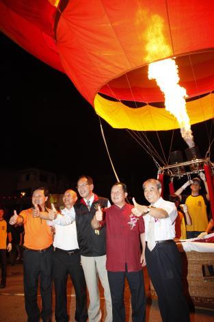 熱氣球昇空畫面