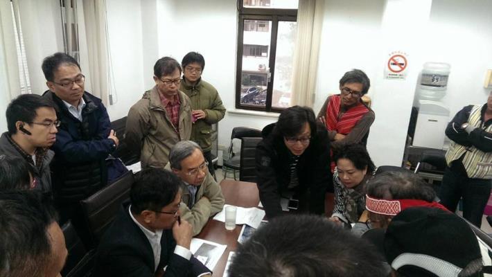 鄉長劉美蘭帶士林鄉親至高金委員辦公室、與水利署協調事宜。